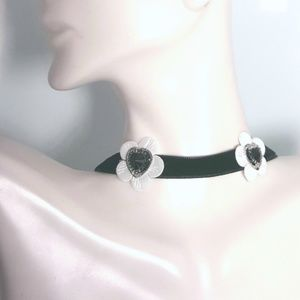 Jewelry - 🌸Flower🌸 and ♥️hearts choker